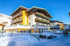 Hotel direkt an der Skipiste in Saalbach Hinterglemm Hotels, Mansions, House Styles, Manor Houses, Villas, Mansion, Palaces, Mansion Houses, Villa