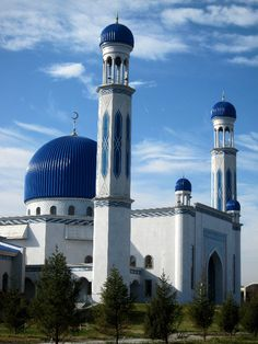 Big new mosque in Taraz, Kazakhstan Islamic Architecture, Beautiful Architecture, Beautiful Buildings, Art And Architecture, Beautiful Mosques, Dubai City, World's Most Beautiful, Place Of Worship, Central Asia