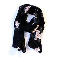 Polynesia night scarf. http://www.eldasign.com/shop/scarves/polynesia-night/