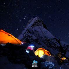 As noites nas grandes altitudes sao incomparaveis! Acampamento base do Ama Dablam Nepal - expedicao de 25 dias. Foto de @Maximo Kausch  #GentedeMontanha #AltaMontanha #Montanhismo #Mountains #Everest #Nepal #trekking #SpotBR #GarminBrasil #Atletasgarmin #EueminhaDeuter #Deuter #Nepalearthquake #KarinaOliani #7S30M #EverestBaseCamp