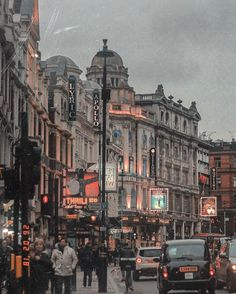 London is old, it is young and, like all fantastic cities, it is continuously evolving, changing its face while staying the same where it matters. London Tours, London Travel, London City, City Aesthetic, Travel Aesthetic, London England, Places To Travel, Places To Visit, London Dreams