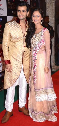 Viren aka Karan Tacker and Jeevika aka Krystal D'Souza from 'Ek Hazaaro Main Meri Behna Hain' at the Star Parivaar Awards 2013 #Bollywood #Fashion