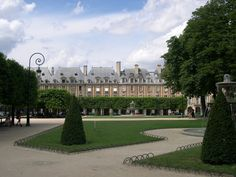 place-vosges-marais-paris