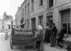 'Boulangerie mobile miches de pain chargées sur une charrette attelée - Mons-en-Laonnois France', 1919