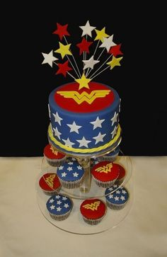 Wonder Woman Cake with cupcakes. Possible for my birthday. Wonder Woman Kuchen, Wonder Woman Cake, Wonder Woman Party, Anniversaire Wonder Woman, Birthday Cakes For Women, Cake Birthday, 20th Birthday, Happy Birthday, Superhero Cake
