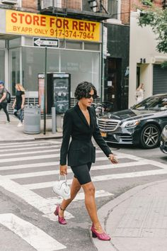 NYFW Day 5 - biker pants all over again. New York Street Style, Spring Street Style, Street Style Looks, New York Fashion Week 2018, Fashion 2018, Womens Fashion, Fashion Fashion, Adventure Style, Journey