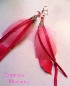 Bijou fait main boucles d'oreilles plume rose et cuir rose : Boucles d'oreille par creations-nomades