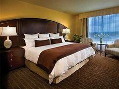 Guestroom in Butaena Vista Hotel near downtown Disney