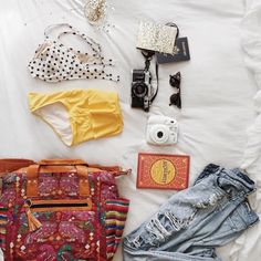 Travel essentials with the Vintage Day Bag ll