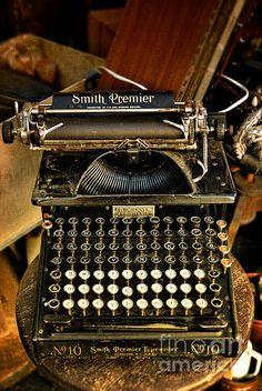 Maquina de escribir sntigua