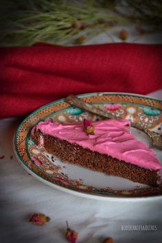 SAN VALENTÍN · Tarta de remolacha, cacao y rosas -  VALENTINE'S DAY · Beetroot, cocoa and roses cake.