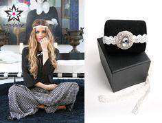Nuestra Diadema Diamante Blanca es una de las más vendidas, ¡y ahora podrás conseguirla con un 30% de descuento! Con abalorio de cristal cosido a mano, esta diadema es perfecta para lucir una bonita melena. Combínala con su pulsera a juego y consigue el toque final de tu estilismo. ¡Entra en nuestra shop online y disfruta de las rebajas en la colección Sweet! ▶ www.namdalay.com