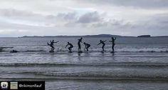DONEGAL: Todos los que conocéis British summer conocéis nuestra devoción por el #Surf   Repost from @rikimonllauf   Suuurf !! #ireland #surf #donegal #friends #Inglés #Jóvenes #adolescentes #summer #young #teenagers #english  #idioma #awesome #Verano #friends #group #anglès #cursos #viaje #viatge #travel #WeLoveBS #Instatravel #ireland #irlanda #Donegal   @plavergne2002 @mariaderivass_ @pep_fortia @juuulieta___ @arnau_rp @blancaagonzalezz03 @anna_ortll7 @juliagomez1512 @marinaarque…