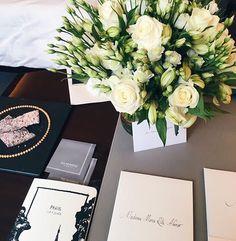 Nossa diretora de redação @mariaritaalonso está em Paris a convite da @chanelofficial para cobrir o desfile de Cruise 2017/18 da maison que acontece amanhã. Depois de muitas temporadas no exterior em lugares como Cuba e Dubai o evento de Cruise está de volta à França em plena época de efervescência política dias antes das eleições. Acompanhe tudo por aqui! #LOFFama #chanel  via L'OFFICIEL BRASIL MAGAZINE INSTAGRAM - Fashion Campaigns  Haute Couture  Advertising  Editorial Photography…