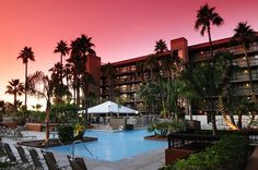 Arizona vacations begin at Holiday Inn Hotel  Suites in Mesa. From spring training with the Chicago Cubs at Hohokam Stadium to fantastic golf courses like Kokopelli and Las Sendas, there's something for everyone. Take time to stroll Mesa Riverwalk for fine dining, shopping and sightseeing. #MesaCityLimitless #WhyHB