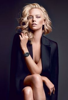 Photography Poses : – Picture : – Description Charlize Theron Long Blonde Curls -Read More – Foto Glamour, Glamour Beauty, Portrait Photography, Fashion Photography, Photography Ideas, Boudoir Photography, Woman Photography, People Photography, Street Photography