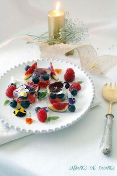 Gelatina de champán, frutas y flores