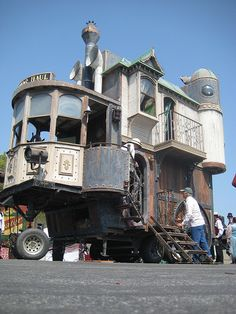 Valerie Stiles - check out the Steampunk RV! Materiel Camping, Gypsy Wagon, Gypsy Caravan, Cool Campers, Up House, Camping Car, Vintage Trailers, Rv Life, House On Wheels
