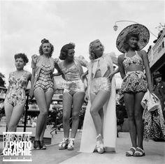 Présentation de tenues de plage. Paris, piscine Molitor, vers 1938-1939