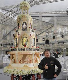 Former Boxing Champion Turned Pastry Chef Creates the Most Amazing Wedding Cakes Elegant Wedding Cakes, Beautiful Wedding Cakes, Beautiful Cakes, Amazing Cakes, Fondant Cakes, Cupcake Cakes, Realistic Cakes, Huge Cake, Royal Cakes