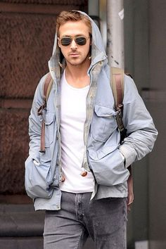 Awesome Men Style Inspiration: 50 Cool Ryan Gosling Style 2017 from https://www.fashionetter.com/2017/04/27/men-style-inspiration-50-cool-ryan-gosling-style-2017/