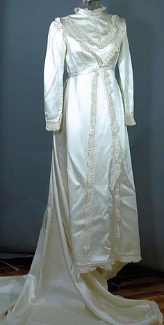 Vintage 1960 Victorian Winter Wedding Dress Size Small
