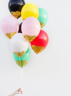 Today is a day that's all about celebration. It's Thanksgiving, the first day of Hanukkah, and guess what else it is? My 30th birthday! And what better way to celebrate than by rounding up 30 brilliant balloon projects perfect for birthdays, holiday parties, weddings, and more?