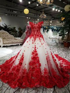 Red Wedding Gowns, Colored Wedding Dresses, Red White Wedding Dress, Wedding Grey, Red And White Dress, Wedding Veil, Trendy Wedding, Spring Wedding, Bridal Gowns