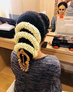 Bridal Hair Buns, Big Bun, Bun Hairstyles, Winter Hats, Beanie, Hair Styles, Sexy, Fashion, Moda