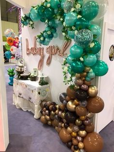 Aweseome organic balloon arch backdrop for a baby shower. Balloon Arrangements, Balloon Centerpieces, Balloon Decorations Party, Birthday Party Decorations, Baby Shower Decorations, Birthday Parties, Balloon Backdrop, Balloon Columns, Balloon Garland