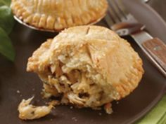 These portable mini pies are a breeze to make with shredded, cooked turkey (great for leftovers), tart apples and a bite of cheddar. Perfect for a lunch pack or a healthy onthego option when rushing to a weeknight game.