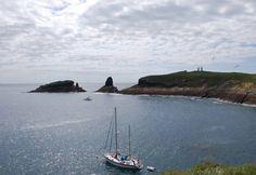Velero fondeado en Columbretes www.papilloncharter.com, alquiler veleros ibiza, alquiler catamaranes yates