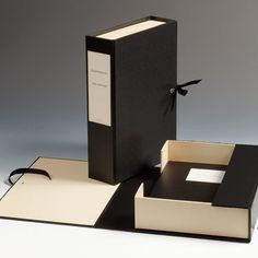 Documents and entire projects can be stored and filed stylishly in this box. The document file is secured with . Book Design, My Design, Document File, Paper Purse, Photography Packaging, Little Black Books, Black Cover, Colored Paper, Book Binding