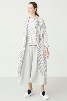 Issey Miyake Resort 2018 Fashion Show Collection