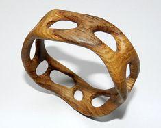Colgante de madera esfera colgante de madera. por OakForestwoodwork
