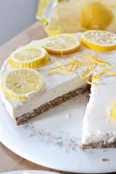 GLUTEN FREE NO BAKE FROZEN LEMONADE CHEESECAKE