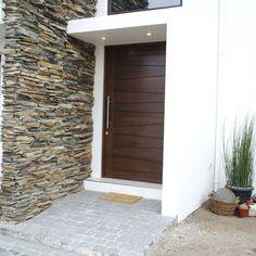 Modern Front Door and recessed lighting Beautiful Front Doors, Modern Front Door, Wooden Door Design, Wooden Doors, Exterior Wall Design, Front Door Lighting, Main Door, House Doors, Front Entrances