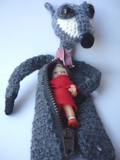 Little red riding hood and crocheted Wolf by Jojo Caramel ::: Chaperon rouge