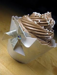 Cupcake wrapper tutorial and template