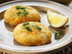 Kaaskroketten - Libelle Lekker! Vegetarian Appetizers, Best Appetizers, Dutch Recipes, Cooking Recipes, Belgian Food, Salsa, Pizza, Food Platters, My Best Recipe
