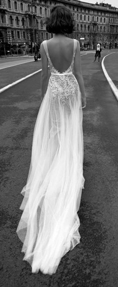 backless-tulle-wedding-dress #weddingdress