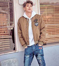 Kim Young Kwang L'Officiel Hommes Korea February 2017 Look 1 Korean Fashion Trends, Korean Street Fashion, Korea Fashion, Kpop Fashion, Asian Fashion, Mens Fashion, Fashion Outfits, Fashion Tips, Fashion Ideas