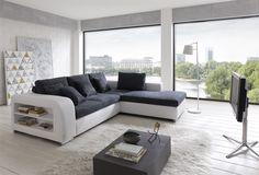 Eine moderne Eckcouch mit Seitenablage, Bettkaten und Schlaffunktioin. Was möchte man mehr. :)