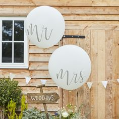 These 'Mr & Mrs Balloons' will fill your venue with a dreamy atmosphere. Celebrate in style after saying I Do and use our Mr & Mrs balloons to make for some beautiful memories - The stunning scripted writing will look gorgeous as guests capture your magical day.