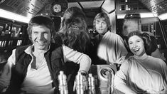 Behind-the-scenes pics with Mark Hamill, Carrie Fisher, and the rest of the 'Star Wars Episode IV' cast. Simbolos Star Wars, Star Wars Cast, Star Wars Humor, The Force Star Wars, Images Star Wars, Star Wars Pictures, Indie, Movies And Series, Star Wars Wallpaper