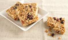 These healthy and delicious granola bars with coconut, cranberry and almonds are a great alternative to store-bought. Best Granola Bars, Oat Bars, Healthy Cookies, Healthy Snacks, Healthy Recipes, Yummy Recipes, Healthy Life, Vegetarian Recipes, Healthy Living