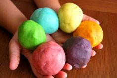 "playdough clay recipe @ ""kids-bazaar"" - mom always added a bit of wintergreen oil to give the clay a minty fresh smell. Games For Kids, Diy For Kids, Crafts For Kids, Craft Business, Business For Kids, Business Names, Business Logo, Business Ideas, Infant Activities"