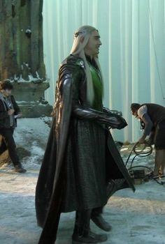 The Hobbit : the Battle of the Five Armies behind the scenes BTS - Lee Pace as Thranduil Legolas And Thranduil, Tauriel, Orlando Bloom Legolas, Hobbit Films, Tolkien Books, Hello It, King Of My Heart, Chronicles Of Narnia, Lee Pace