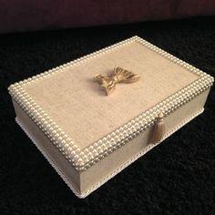 Mais uma caixa linda pronta! #artesedons #artesanatoartesedons #caixadeperola #caixadebijuteria #presentemadrinha