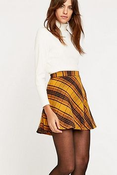 9109900d30e7 Urban Outfitters Bias Yellow Plaid Skirt - Urban Outfitters Fringues,  Diagonale, Jupe, Jupes